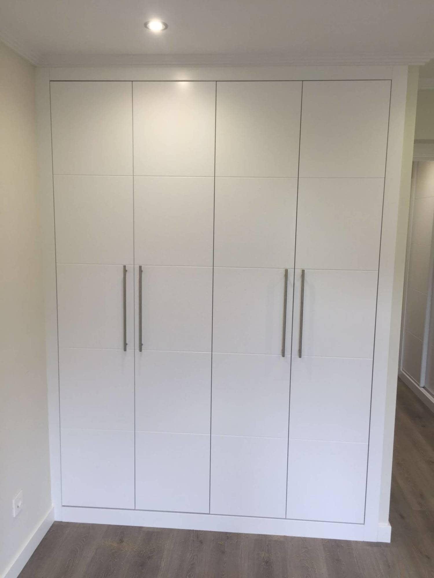 Armario Empotrado Lacado Blanco Puertas Estriadas Armarios - Armarios-empotrados-de-aluminio