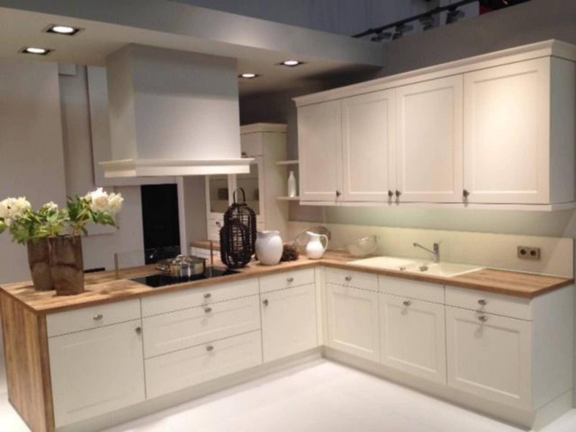 Muebles de cocina: Tonos claros y sencillez | MUEBLES SERAFÍN ...