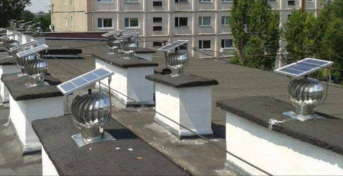 """Extractores eólicos giratorios """"Turbovent"""" con panel solar para baños"""
