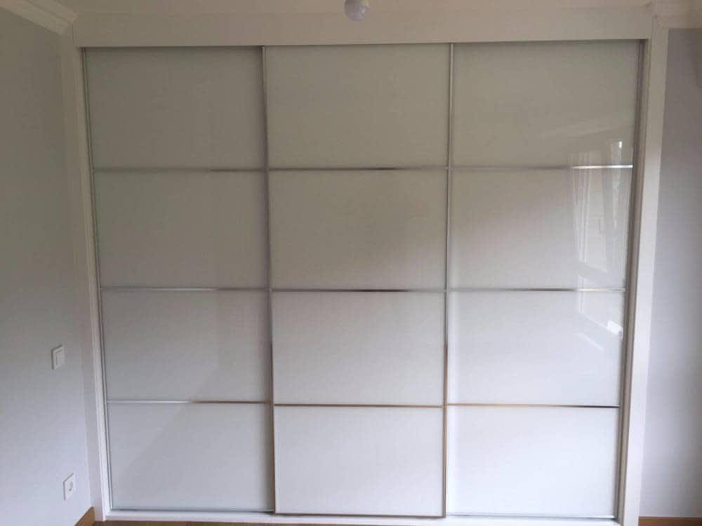 Armario De Puertas Correderas Con Aluminio Y Lacobel Blanco - Armarios-empotrados-de-aluminio